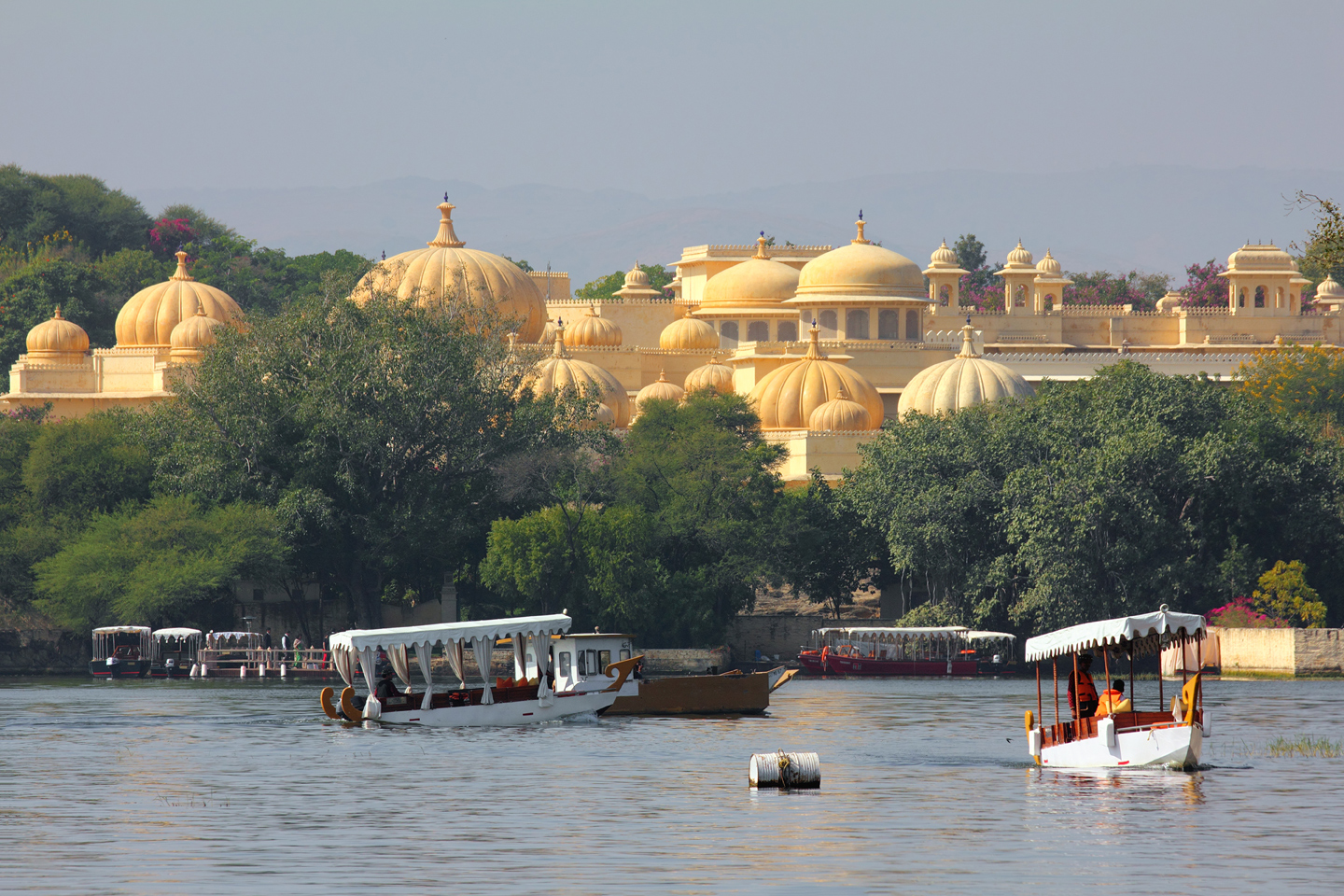 Boats and palace on Pichola lake in Udaipur