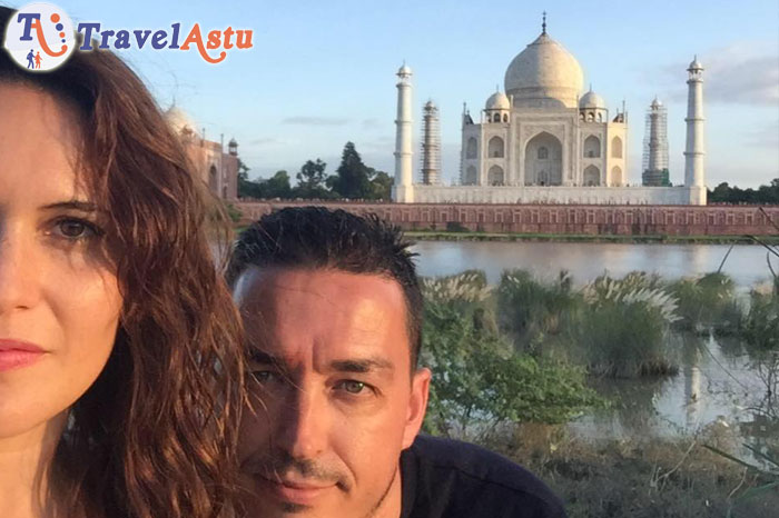 Angela and Jesus during Taj Mahal visit